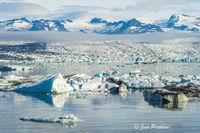 icebergs, glacial lagoon, contains, glacier, Jokulsarlon, Iceland, summer