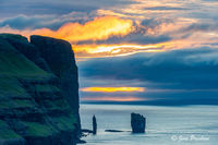 Risin, Kellingin, sea stacks, Eioiskollur mountain, Eysturoy, Faroe Islands, North Atlantic ocean, summer