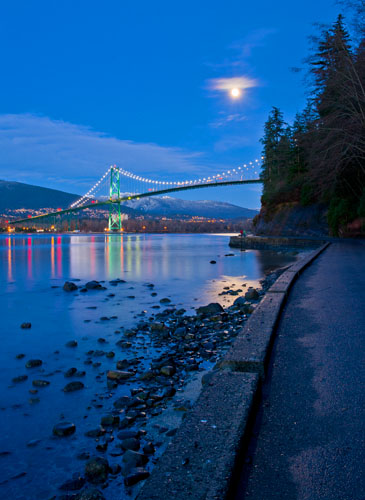 Lions Gate Bridge,Burrard Inlet,West Vancouver,Moonrise,Night,Stanley Park,Winter,Prospect Point,Vancouver,British Columbia,Canada, photo