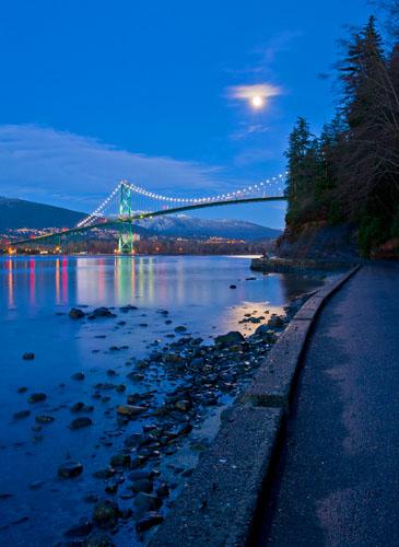 Lions Gate Bridge,Burrard Inlet,West Vancouver,Moonrise,Night,Stanley Park,Winter,Prospect Point,Vancouver,British Columbia,Canada, photo