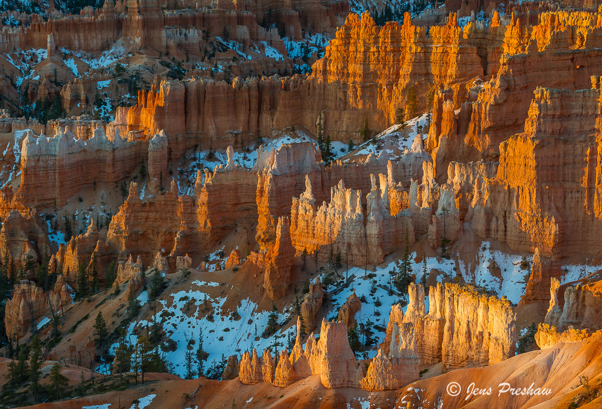 Hoodoos, Sunrise, Bryce Canyon Amphitheatre, Bryce Canyon National Park, Utah, USA, Spring, Snow, photo