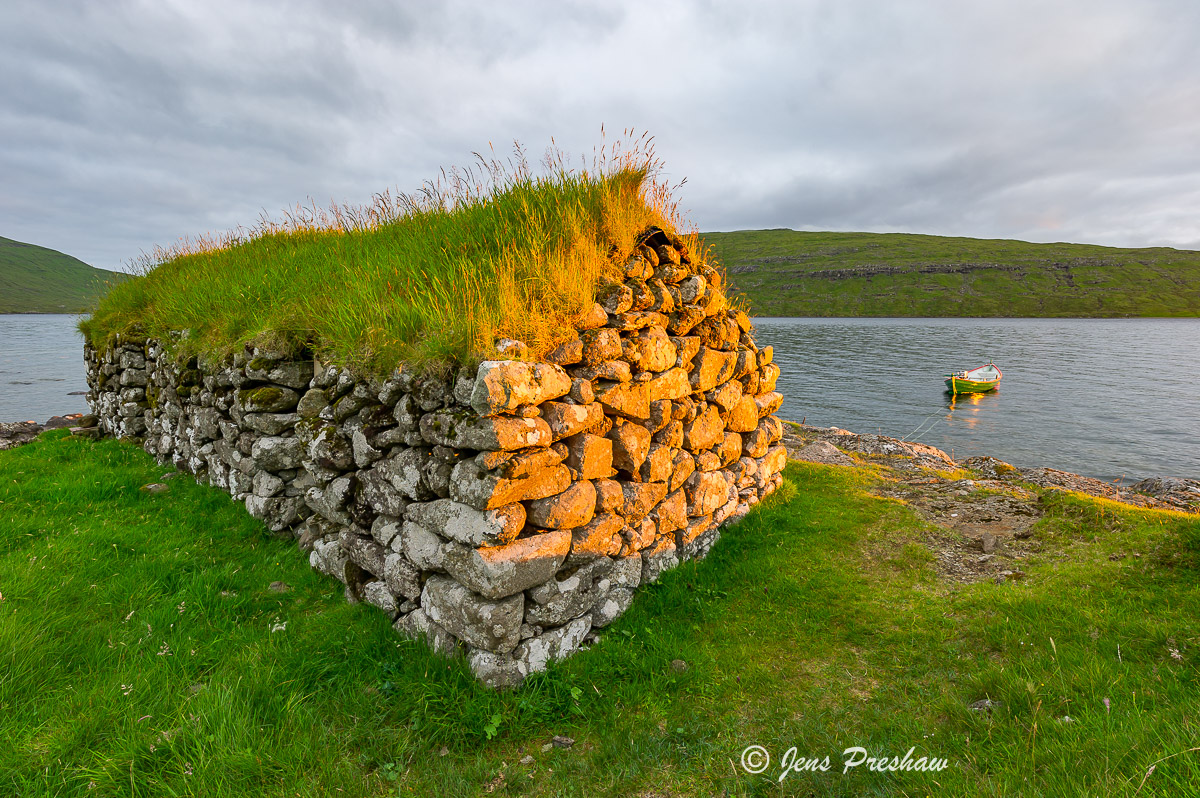boathouse, Leitisvatn, Sorvagsvatn, Vatnio, inland lake, Vagar, Faroe Islands, Summer, photo