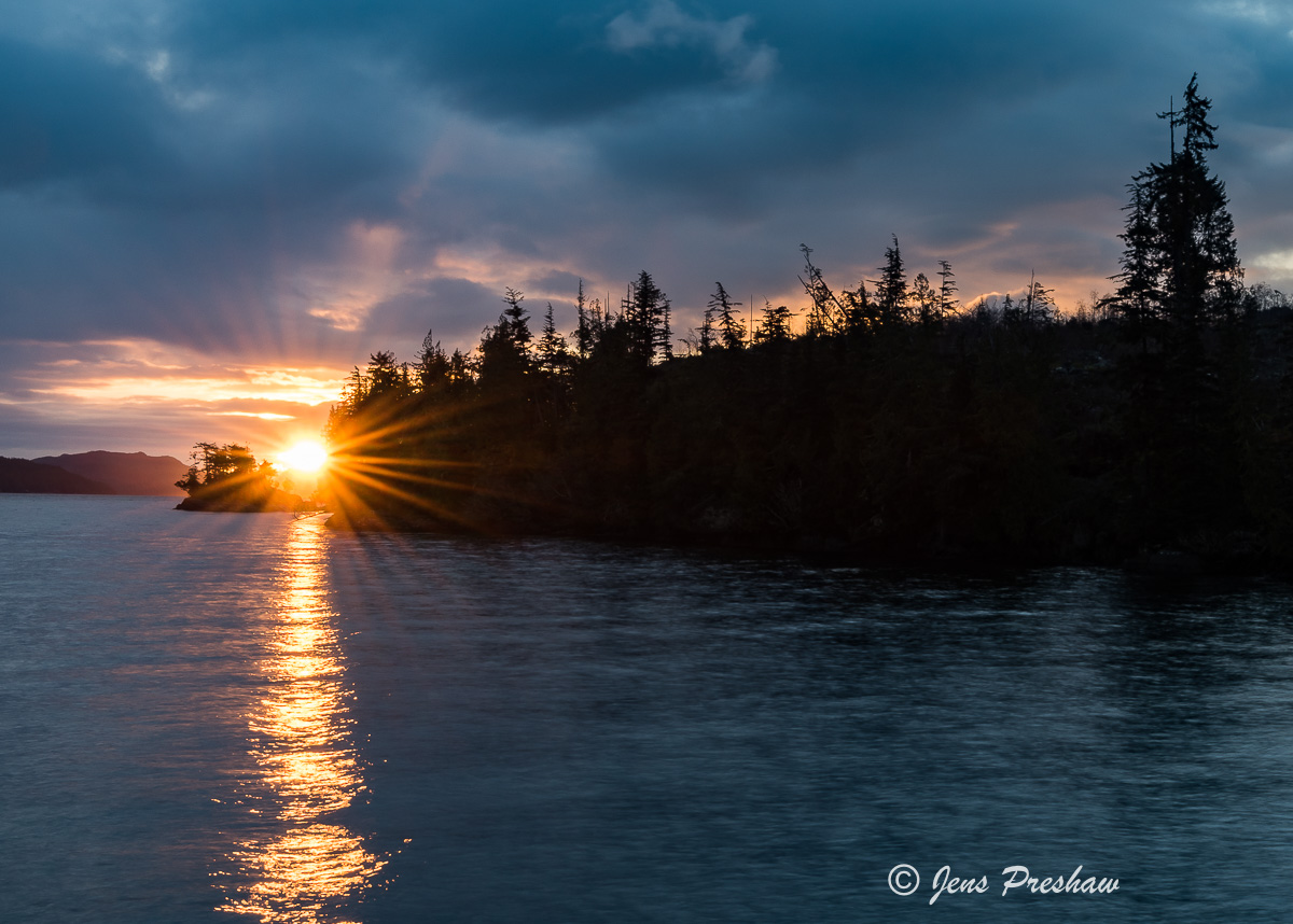 Sunrise, Starburst, Johnstone Strait, Telegraph Cove, Pacific Ocean, Vancouver Island, British Columbia, Canada, Spring  , photo
