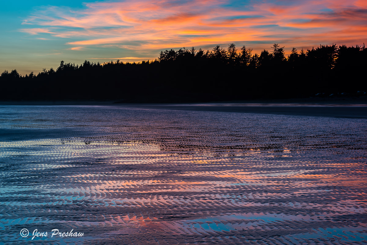 The clouds reflected the colours of a beautiful sunset. In the sand you could see the colours of blue, orange and pink.