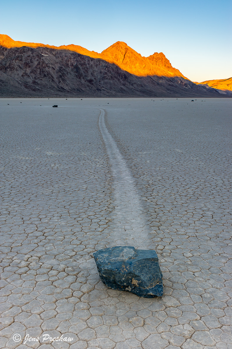 strolling stone, sailing stone, The Racetrack, Death Valley National Park, California, sunrise, playa, USA, winter, photo